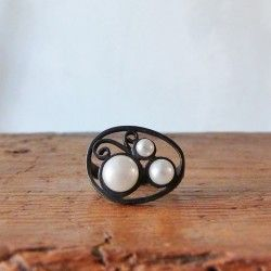 Oxidized silver ring with pearls BOVARY