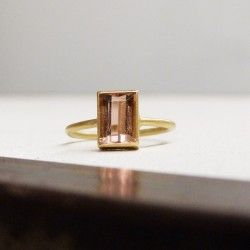 Ring of yellow gold and pink tourmaline