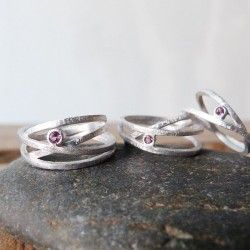 Ring ATW 4 rounds whit a rhodium bath and tourmalin
