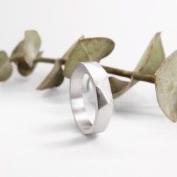 Geometric facets silver wedding ring Plus